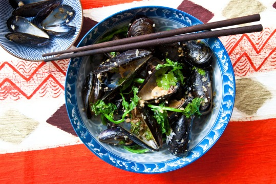 Grilled Mussels with Coconut Curry Broth-2