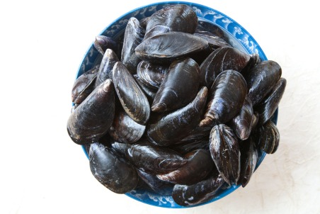 Grilled Mussels with Coconut Curry Broth-3