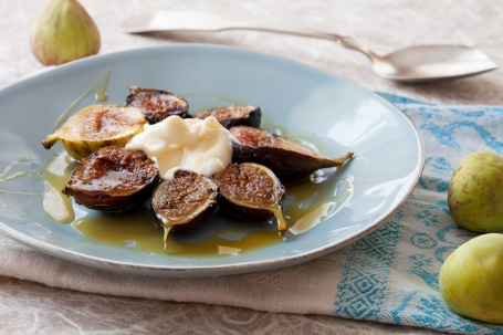 Grilled Figs with Creme Fraiche and Chestnut Honey-2