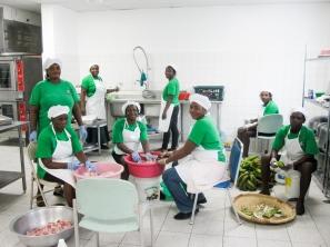Jody and HUM kitchen staff-3