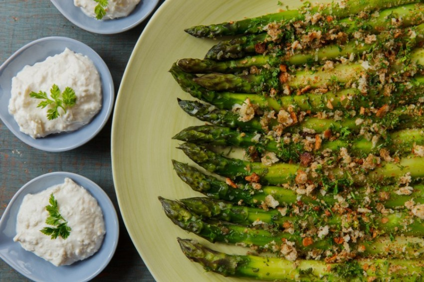 Asparagus with Horseradish Cream-1869-2