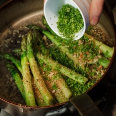Asparagus with Horseradish Cream-2039