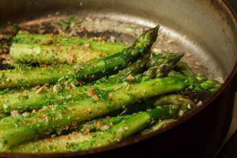 Asparagus with Horseradish Cream-2050