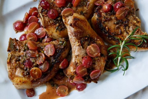 Pan-seared pork chops with grapes-0153