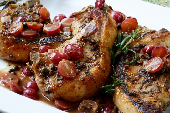 Pan-seared pork chops with grapes-0162