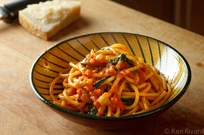 Bucatini with Red and Green Tomatoes-1069